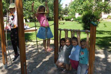 Dowolne zabawy w ogrodzie przedszkolnym