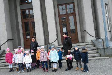 Wycieczka do Teatru na bajkę 'Jaś i Małgosia' spotkanie z Policjantem